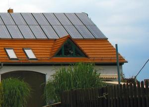 Hausdach mit solaren Hybridkollektoren